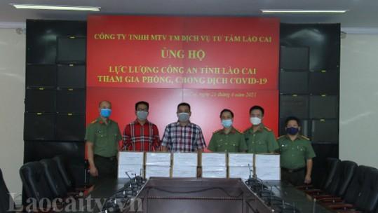 Ủng hộ 900 lọ nước yến cho lực lượng phòng, chống dịch Covid-19 Công an tỉnh Lào Cai